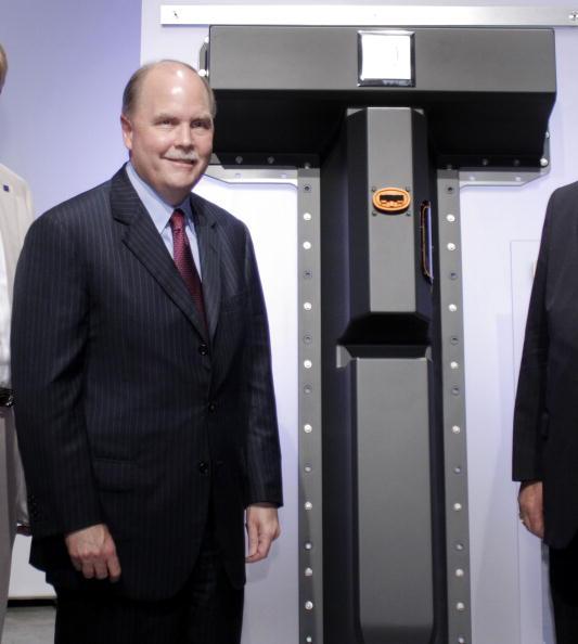 Lithium「GM CEO Henderson Details Plans For Michigan Plant To Build Volt Battery」:写真・画像(14)[壁紙.com]