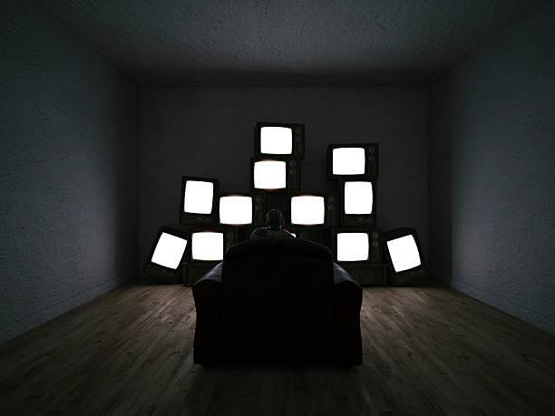 Man watching multiple TV sets:スマホ壁紙(壁紙.com)