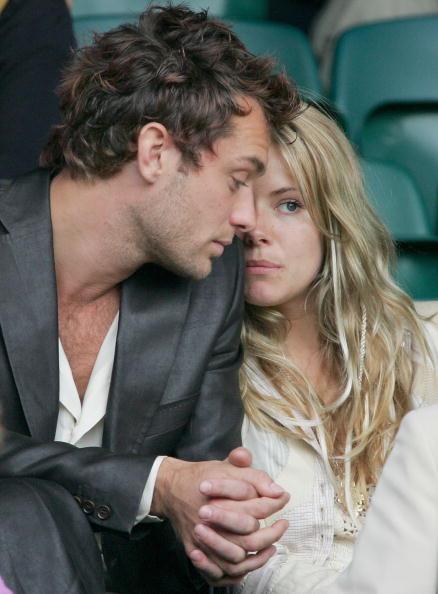 Sienna Miller「Celebrities At Wimbledon 2004」:写真・画像(1)[壁紙.com]