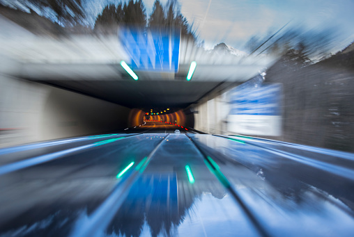 St Anton am Arlberg「Automotive on board a car long exposure rigging shot of the roof of a black german van, streaking reflections in the surface of the car in foreground, antenna and front end of the top in mid ground, the background is blurred motion.」:スマホ壁紙(9)