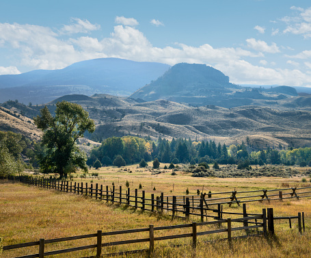 Farm「Western Ranch, Fences and Mountains」:スマホ壁紙(4)