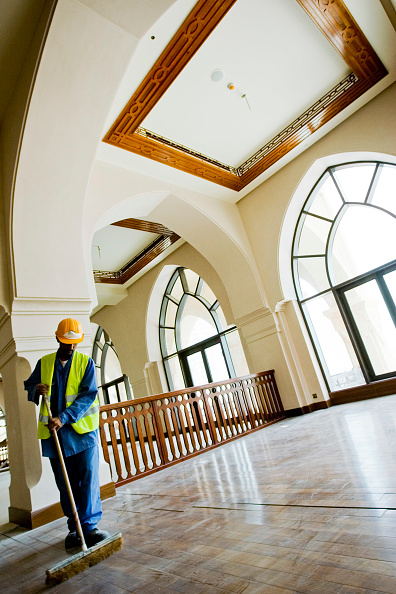 Mid Adult「Palace Hotel Construction Site, Dubai, United Arab Emirates, May 2007.」:写真・画像(15)[壁紙.com]