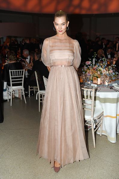 Karlie Kloss「Guggenheim International Gala Dinner, Made Possible By Dior」:写真・画像(16)[壁紙.com]