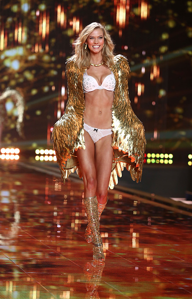 Karlie Kloss「2014 Victoria's Secret Fashion Show - Runway」:写真・画像(15)[壁紙.com]