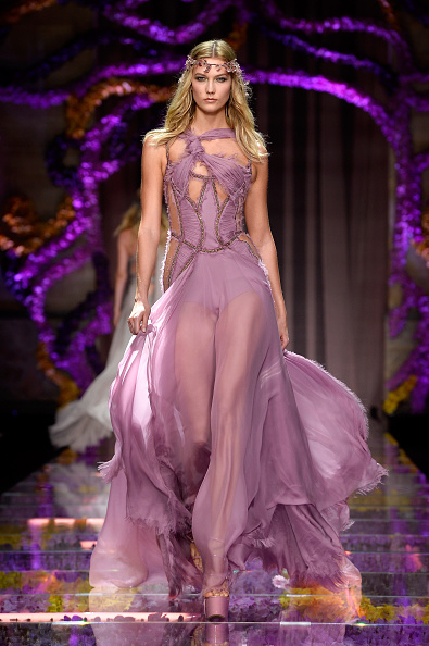 Evening Gown「Atelier Versace : Runway - Paris Fashion Week - Haute Couture Fall/Winter 2015/2016」:写真・画像(10)[壁紙.com]