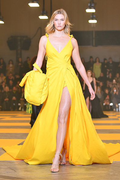 Yellow「Off-White : Runway - Paris Fashion Week Womenswear Fall/Winter 2019/2020」:写真・画像(14)[壁紙.com]