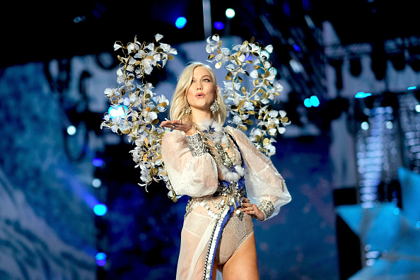カーリー・クロス「2017 Victoria's Secret Fashion Show In Shanghai - Show」:写真・画像(5)[壁紙.com]