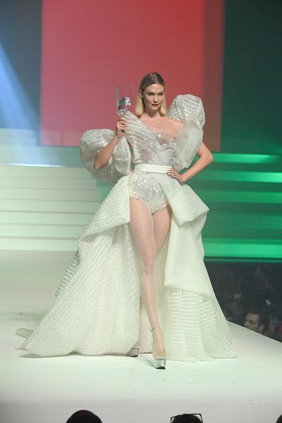 Karlie Kloss「Jean-Paul Gaultier : Runway - Paris Fashion Week - Haute Couture Spring/Summer 2020」:写真・画像(16)[壁紙.com]
