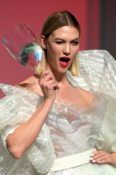 Karlie Kloss「Jean-Paul Gaultier : Runway - Paris Fashion Week - Haute Couture Spring/Summer 2020」:写真・画像(3)[壁紙.com]