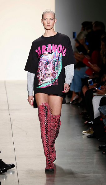 Karlie Kloss「Jeremy Scott - Runway - September 2017 - New York Fashion Week: The Shows」:写真・画像(17)[壁紙.com]