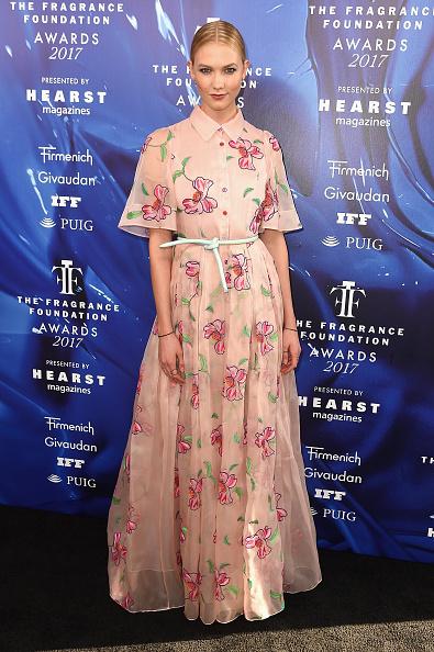 Karlie Kloss「2017 Fragrance Foundation Awards Presented By Hearst Magazines - Arrivals」:写真・画像(11)[壁紙.com]