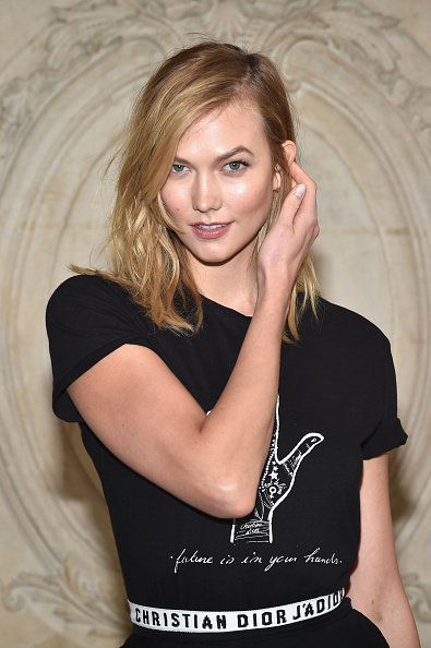 Karlie Kloss「Christian Dior : Photocall - Paris Fashion Week Womenswear Fall/Winter 2017/2018」:写真・画像(19)[壁紙.com]