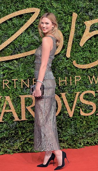 肩ごしに見る「British Fashion Awards 2015 - Red Carpet Arrivals」:写真・画像(1)[壁紙.com]