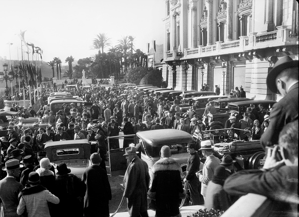 Rally Car Racing「Crowds in the street for the Monte Carlo Rally, 1930」:写真・画像(13)[壁紙.com]
