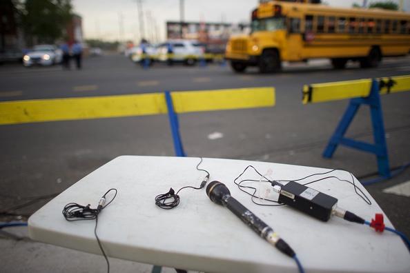 School Bus「Investigation And Cleanup Efforts Continue At Amtrak Crash Site In Philadelphia」:写真・画像(12)[壁紙.com]