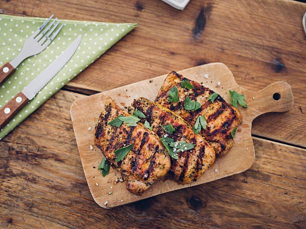 Healthy grilled pork fillets sprinkled with fresh herbs:スマホ壁紙(壁紙.com)