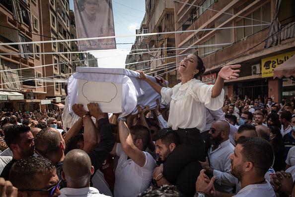 Exploding「Beirut Picks Up The Pieces After Deadly Blast」:写真・画像(14)[壁紙.com]