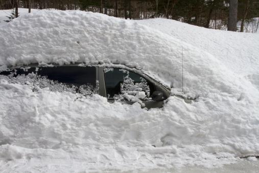 Snowdrift「Car buried in snow」:スマホ壁紙(0)