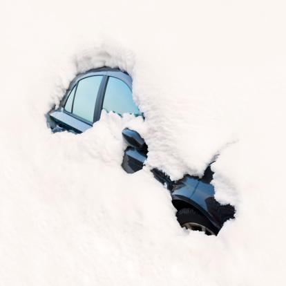 雪景色「車でくつろぐ雪/アバランチ」:スマホ壁紙(9)