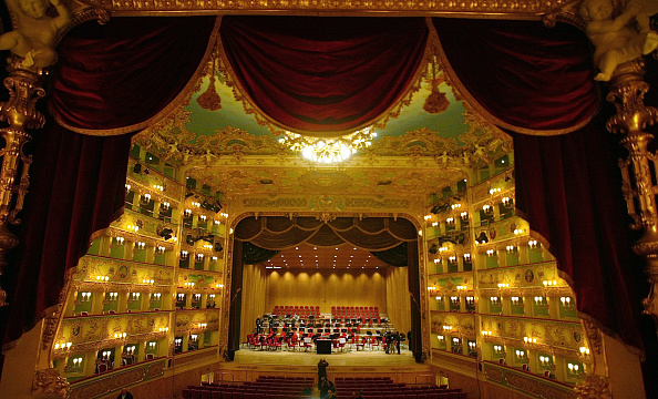 Curtain「Famous Theater La Fenice Reopens In Venice」:写真・画像(11)[壁紙.com]