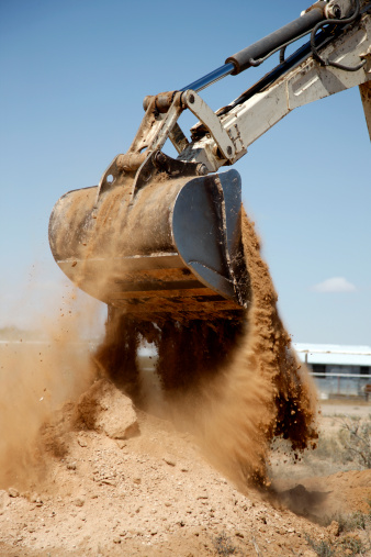Construction Vehicle「Backhoe Dumping a Scoop of Dirt」:スマホ壁紙(19)