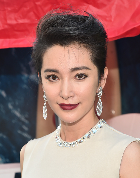 """Li Bingbing「Warner Bros. Pictures And Gravity Pictures' Premiere Of """"The Meg"""" - Red Carpet」:写真・画像(3)[壁紙.com]"""