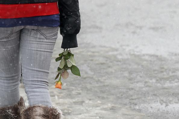 Hand「Winnenden Marks The First Anniversary Of School Shootings」:写真・画像(11)[壁紙.com]