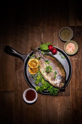 Griddle「Gourmet Whole Dorado Fish on Metal Skillet Pan」:スマホ壁紙(17)