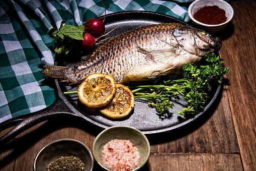 Sea Bream「Gourmet Whole Dorado Fish on Metal Round Skillet Pan」:スマホ壁紙(0)