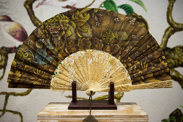 Ornate「Wiracana Embraces Modern Techniques To Mass Produce Traditional Balinese Hand Fans」:写真・画像(8)[壁紙.com]