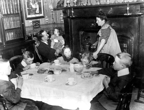 Dining Room「Family Teatime」:写真・画像(8)[壁紙.com]