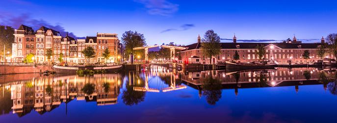 Amsterdam「Bridges and Canals of Amsterdam Illuminated at Sunset Holland」:スマホ壁紙(9)