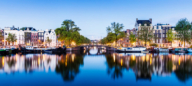 Amsterdam「Bridges and Canals of Amsterdam Illuminated at Sunset Holland」:スマホ壁紙(9)