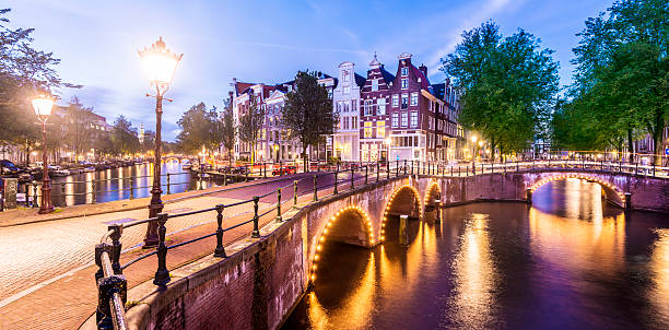 Bridges and Canals of Amsterdam Illuminated at Sunset Holland:スマホ壁紙(壁紙.com)