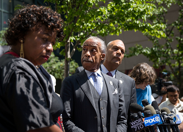 Drew Angerer「Rev. Al Sharpton And Family Of Police Chokehold Death Victim Eric Garner Brief The Media After Meeting With DOJ Officials」:写真・画像(11)[壁紙.com]
