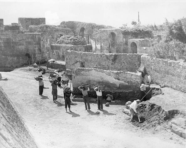 Archaeology「Pompeii Excavators」:写真・画像(15)[壁紙.com]