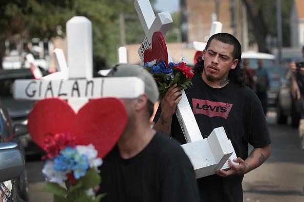Scott Olson「Six Children Among The Dead In Overnight Chicago Building Fire」:写真・画像(3)[壁紙.com]