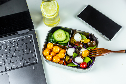 Winter Cherry「Laptop, smart phone, bottle of lemonade and lunchbox with cucumber slices, winter cherries and quinoa salad (quinoa, cherry tomato, red cabbage, sugar snap peas and mozzarella balls)」:スマホ壁紙(11)