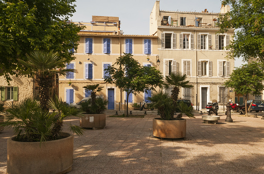 Motorcycle「Marseille, Place des Moulins」:スマホ壁紙(13)