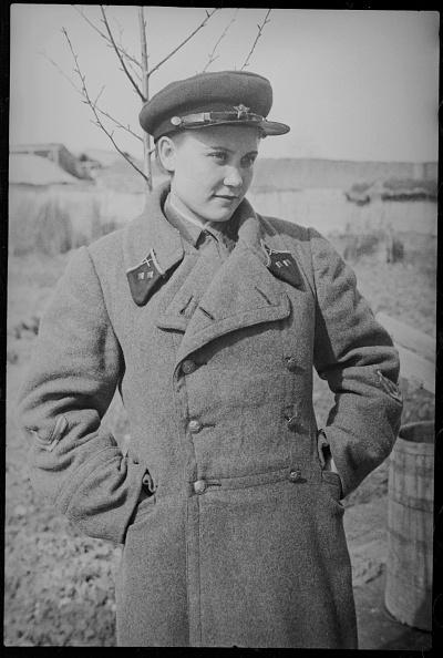 Max Penson「Girl In Military Uniform」:写真・画像(6)[壁紙.com]