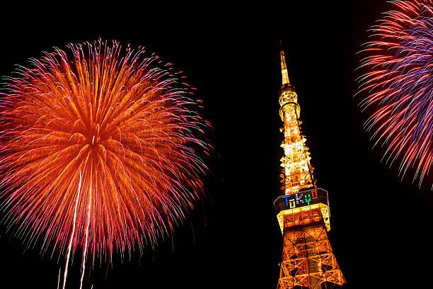 Fireworks display above Tokyo Tower, Minato-ku, Tokyo, Japan:スマホ壁紙(壁紙.com)