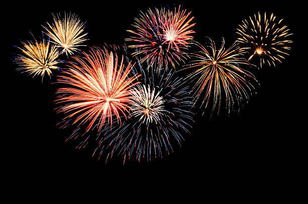 A fireworks display against the night sky:スマホ壁紙(壁紙.com)