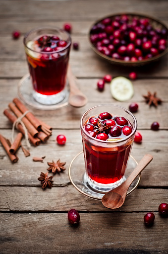 Cranberry Juice「Glass of cranberry juice with fresh cranberries, lemon slices and spices」:スマホ壁紙(7)