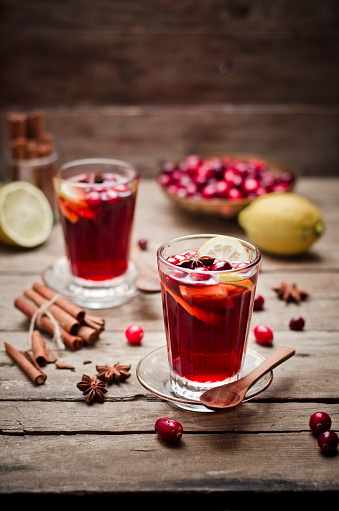 Star Anise「Glass of cranberry juice with fresh cranberries, lemon slices and spices」:スマホ壁紙(18)