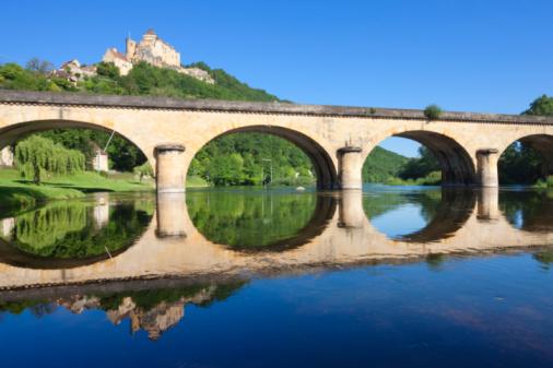 Nouvelle-Aquitaine「Castle, bridge and reflections in river Dordogne」:スマホ壁紙(13)