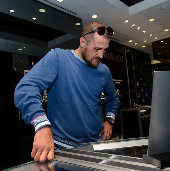 Boxer Sergey Kovalev「Hublot Brand Ambassador Sergey Kovalev Visits The Hublot Las Vegas Boutique」:写真・画像(5)[壁紙.com]