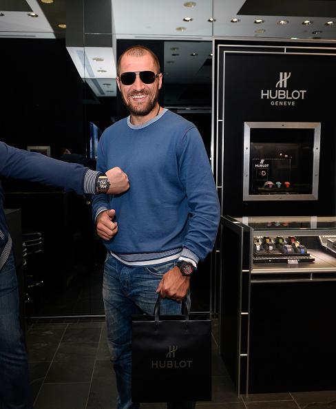 Boxer Sergey Kovalev「Hublot Brand Ambassador Sergey Kovalev Visits The Hublot Las Vegas Boutique」:写真・画像(6)[壁紙.com]