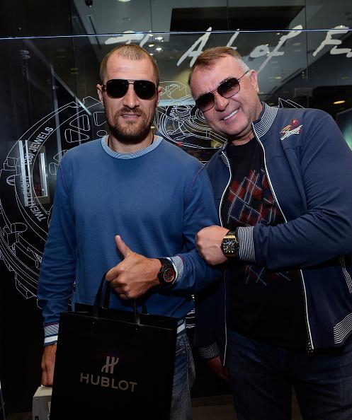 Boxer Sergey Kovalev「Hublot Brand Ambassador Sergey Kovalev Visits The Hublot Las Vegas Boutique」:写真・画像(7)[壁紙.com]