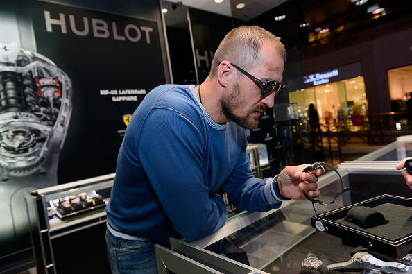 Boxer Sergey Kovalev「Hublot Brand Ambassador Sergey Kovalev Visits The Hublot Las Vegas Boutique」:写真・画像(4)[壁紙.com]