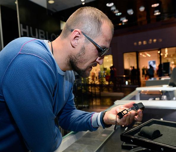 Boxer Sergey Kovalev「Hublot Brand Ambassador Sergey Kovalev Visits The Hublot Las Vegas Boutique」:写真・画像(15)[壁紙.com]